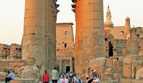 Egypt tries to keep tourism momentum despite setbacks